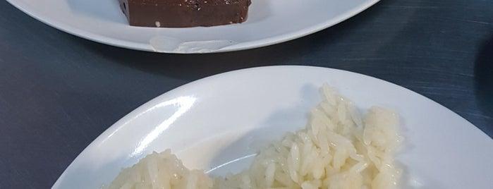 ข้าวมันไก่ป้าพร (Auntie Porn Hainanese Chicken Rice) is one of 03.