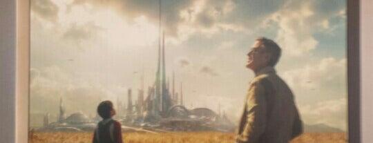 Tomorrowland Preview is one of Lugares favoritos de Lindsaye.