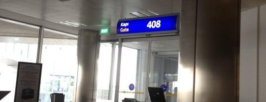 Gate 408 is one of atatürk havalimani hava ve kara tarafı.