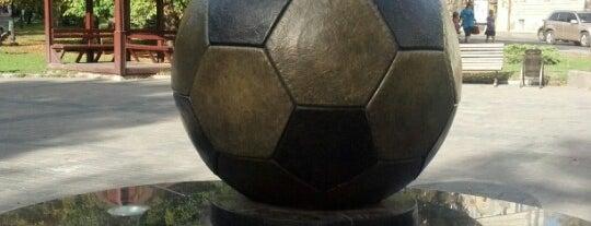 Пам'ятник футбольному м'ячу is one of Posti che sono piaciuti a Anna.