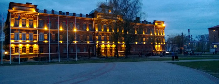 Площадь имени Дерунова is one of Locais salvos de Водяной.