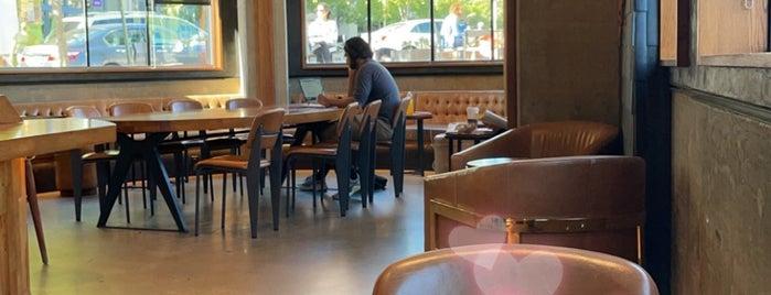 Starbucks Reserve is one of Locais salvos de John.