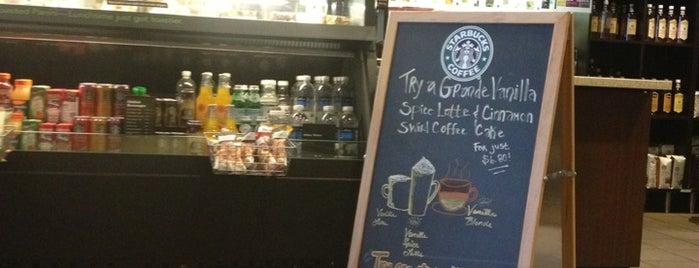 Starbucks is one of Orte, die Lauren gefallen.