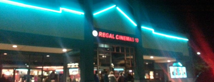 Regal West Tower Cinemas is one of Mightyさんのお気に入りスポット.