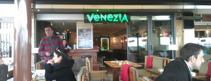 Venezia Cafe is one of Lugares favoritos de Sarper.