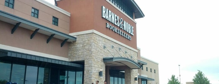 Barnes & Noble is one of William 님이 좋아한 장소.