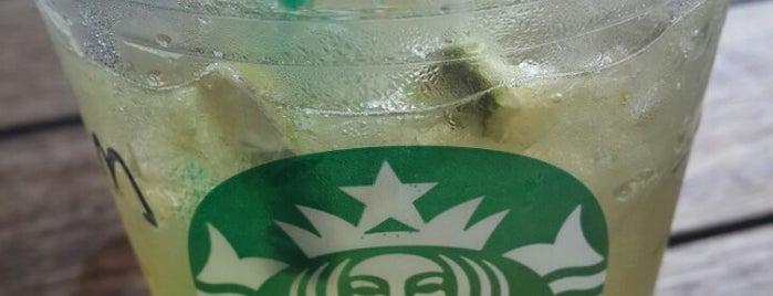 Starbucks is one of Emelさんのお気に入りスポット.