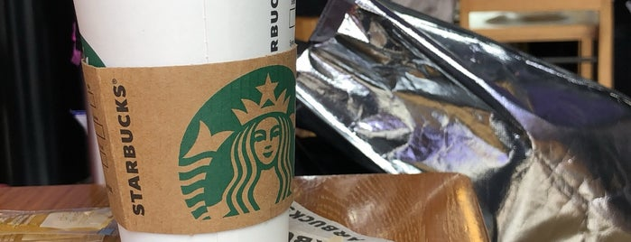 Starbucks is one of Sergio M. 🇲🇽🇧🇷🇱🇷さんのお気に入りスポット.