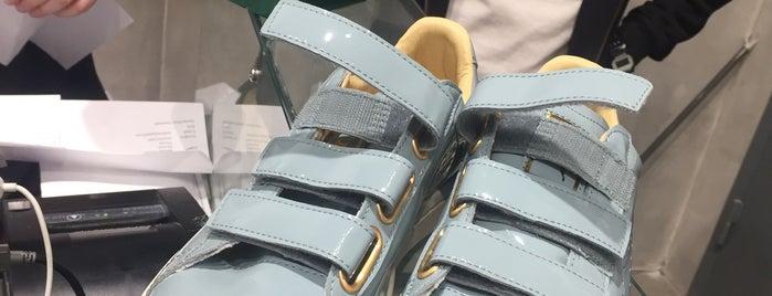Sneakerhead is one of Roman : понравившиеся места.