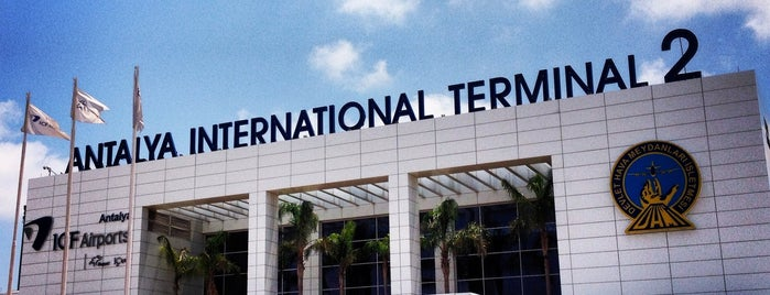 Antalya Havalimanı (AYT) is one of สถานที่ที่ E👣 ถูกใจ.