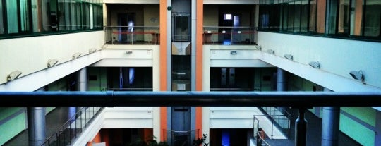 Бизнес-центр ГУУ is one of Locais curtidos por Arman.