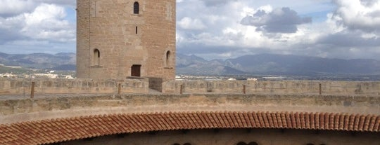 Castell de Bellver is one of Palma Di Mallorca.