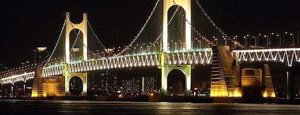 Gwangan Bridge is one of South Korea 🇰🇷.