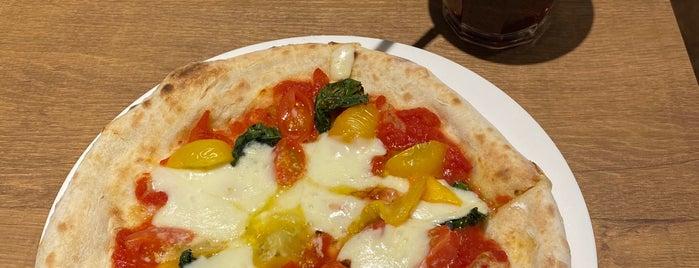 PIZZA NAPOLETANO CAFE 新宿御苑前店 is one of สถานที่ที่บันทึกไว้ของ Kris.