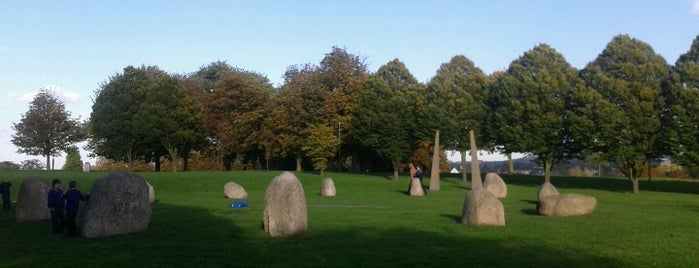 Hilly Fields Stone Circle is one of London sundials.