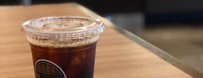 Tully's Coffee is one of Masahiroさんのお気に入りスポット.
