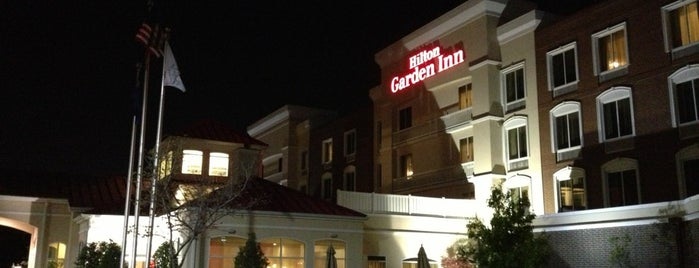 Hilton Garden Inn is one of Sharla : понравившиеся места.