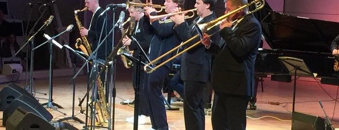 Московская филармония is one of Lugares favoritos de Anton.