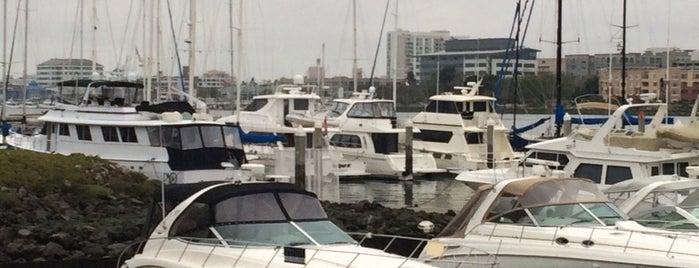Waterfront Deli is one of Lugares favoritos de Sue.
