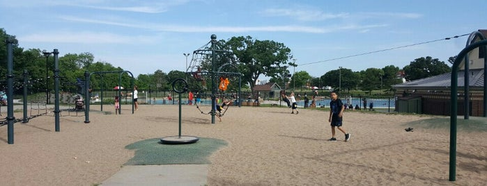 Webber Park is one of สถานที่ที่ Alan ถูกใจ.