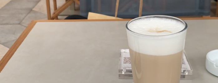 Armani Caffè Cannes is one of Lieux qui ont plu à ᴡ.