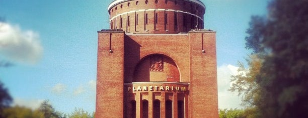 Planetarium Hamburg is one of Locais curtidos por János.