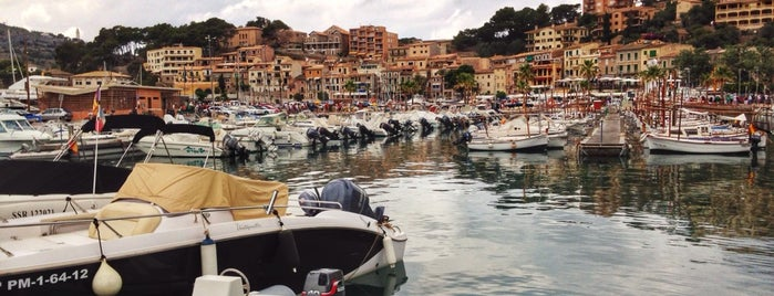 Port de Sóller is one of Locais curtidos por Carlos.