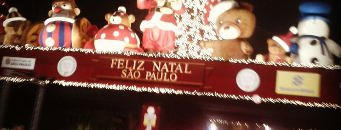 Decoração de Natal da Av. Paulista is one of Posti che sono piaciuti a André.