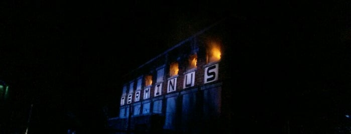 The Walking Dead: Wolves Not Far at Halloween Horror Nights is one of Posti che sono piaciuti a Fernando.