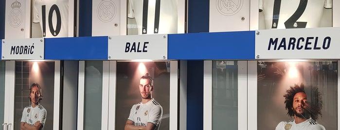 Vestuario Real Madrid is one of สถานที่ที่ Miguel ถูกใจ.