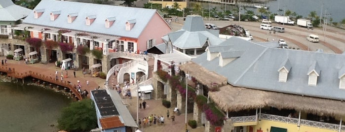 Town Center at Port of Roatan is one of Lieux qui ont plu à Jan.