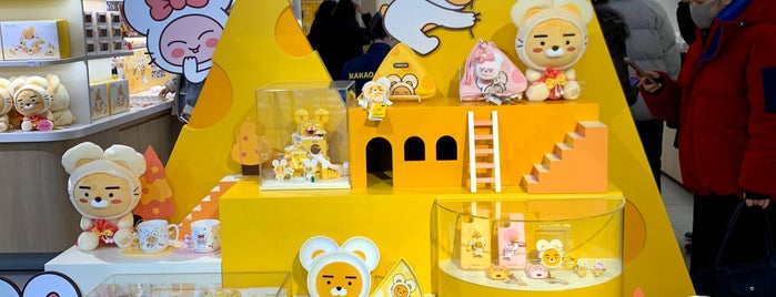 KAKAO Friends Flagship Store is one of Lieux qui ont plu à Sung Han.