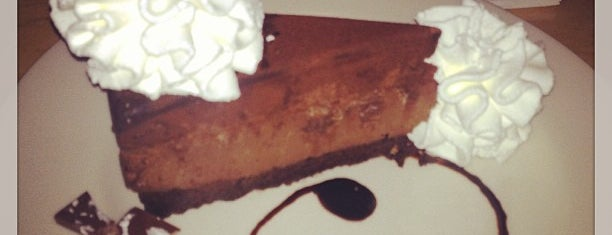 The Cheesecake Factory is one of Locais curtidos por Joao.