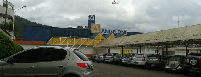 Supermercado Angeloni is one of Locais curtidos por Diego.