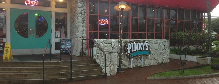 Pinky's Pupu Bar & Grill is one of 💙 Kailua Town.