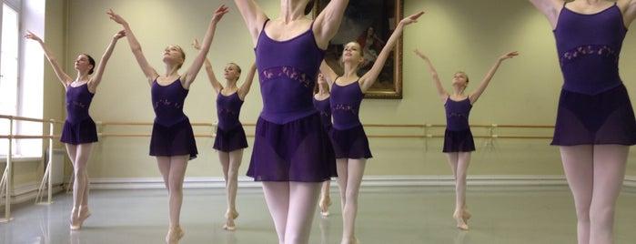 Академия русского балета им. Вагановой is one of สถานที่ที่ Tonya ถูกใจ.