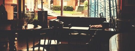 The Daily Grind Art Cafe is one of สถานที่ที่ Carol ถูกใจ.