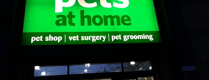 Pets at Home is one of สถานที่ที่ Aisha ถูกใจ.