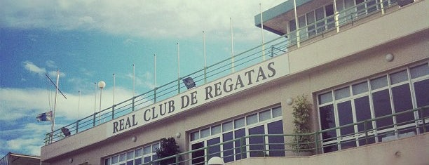 Real Club de Regatas de Alicante is one of Posti che sono piaciuti a Paola.
