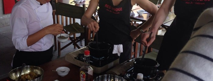 Red Bridge Cooking School is one of Locais salvos de Bella.