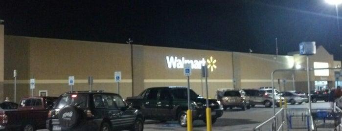 Walmart Supercenter is one of Tempat yang Disukai Regina.