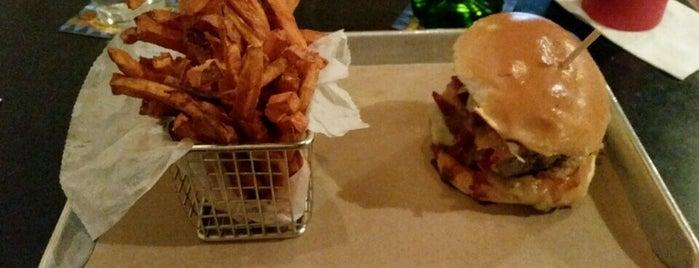 Moo Burger is one of Tempat yang Disukai Christina.