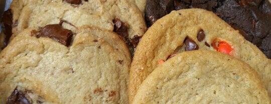 Insomnia Cookies is one of Tempat yang Disukai Christina.