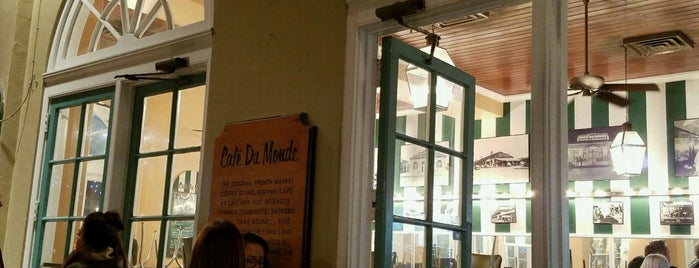 Café du Monde is one of Christinaさんのお気に入りスポット.