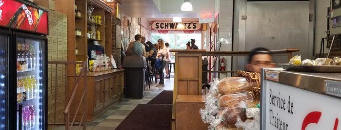Schwartz's Montreal Hebrew Delicatessen is one of Tempat yang Disukai Christina.
