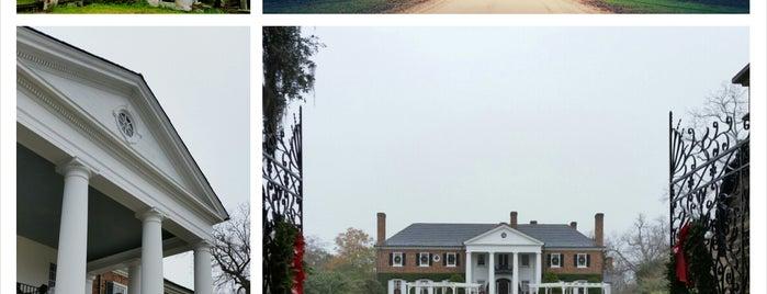 Boone Hall Plantation is one of Tempat yang Disukai Christina.