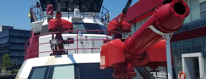 FDNY Marine 9 is one of Tempat yang Disukai Christina.