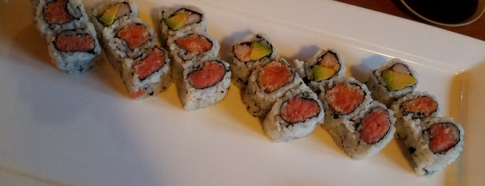 Tataki Japanese Restaurant is one of Posti che sono piaciuti a Christina.