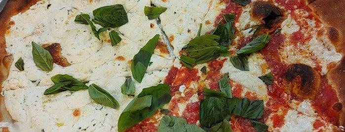 Nick's Restaurant & Pizzeria is one of Christina'nın Beğendiği Mekanlar.