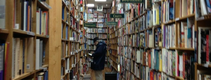 Russell Books is one of Lugares favoritos de christopher.